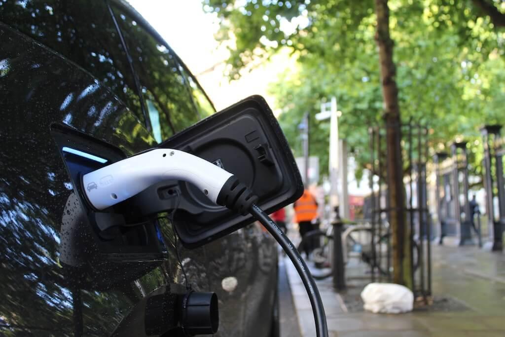 Elektroauto beim Laden